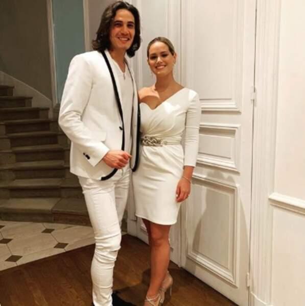 Vous voulez encore plus d'amour ? Edinson Cavani et son épouse Jocelyn tout de blanc vêtus.