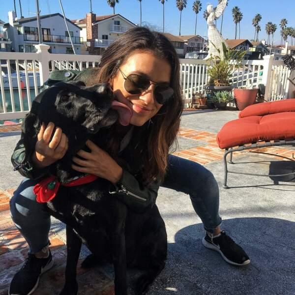 Laysla est fan des chiens et ceux-là le lui rendent bien