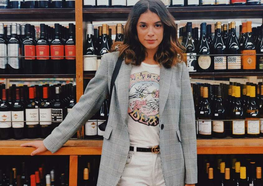Boire une bouteille de vin aussi ! Parfois, elle ne sait d'ailleurs pas laquelle choisir !