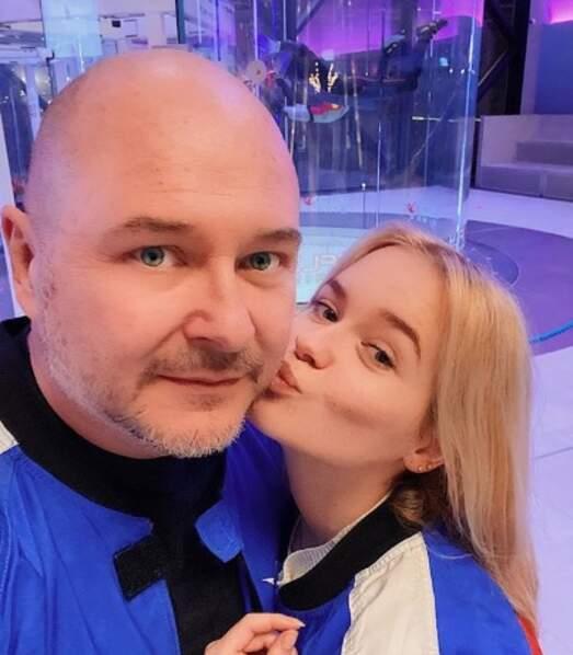 Un gros bisou pour Sébastien Cauet de la part de sa fille Ivana.