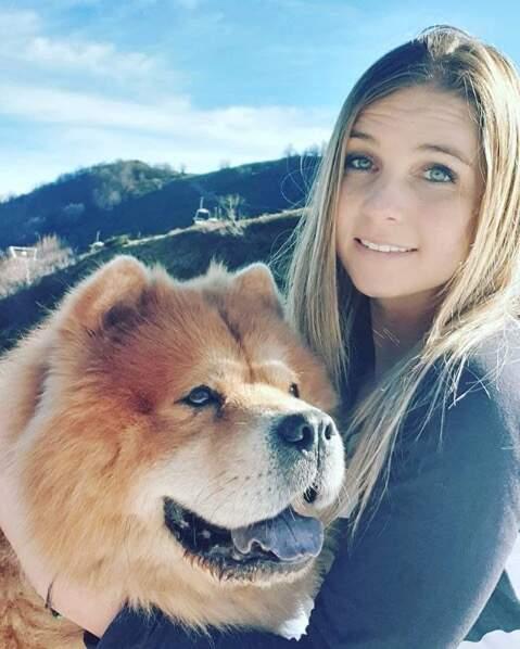 Si Elodie (MAPR 3) est célibataire aujourd'hui, elle est en bonne compagnie avec son chien !