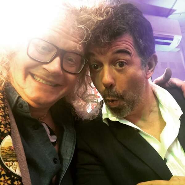 Le collectionneur aime prendre la pose avec ses amis stars, comme avec Stéphane Plaza !