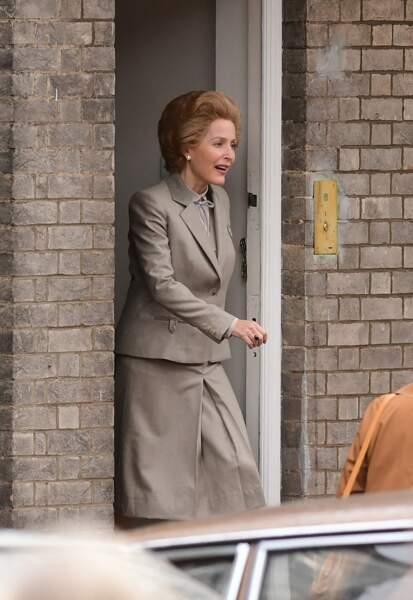 Dans la peau de Margaret Thatcher, Gillian Anderson est méconnaissable !