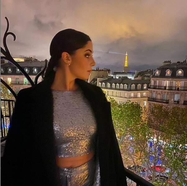 Coralie Porrovecchio profite de la vue des balcons parisiens