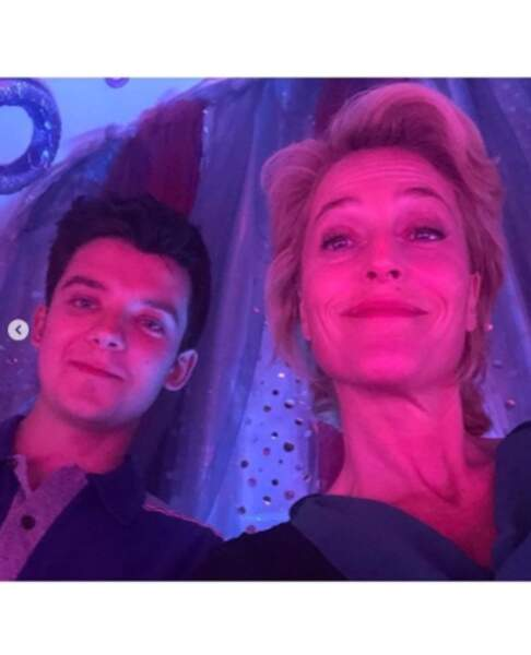 Nos fils et mère de série favoris : Asa Butterfield et Gillian Anderson (dans Sex Education, pour info).