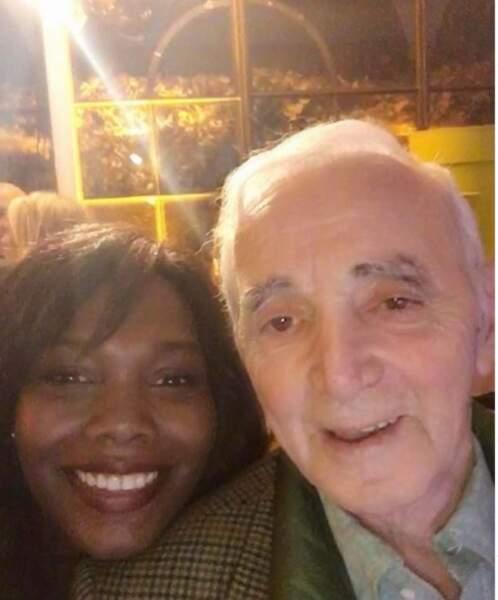 La journaliste a eu le privilège de faire un selfie avec Charles Aznavour