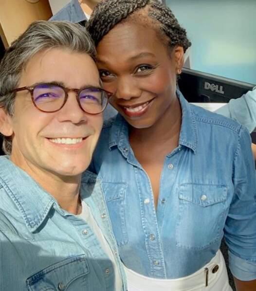 Hop, un petit selfie avec son collègue de la rédaction Xavier de Moulins
