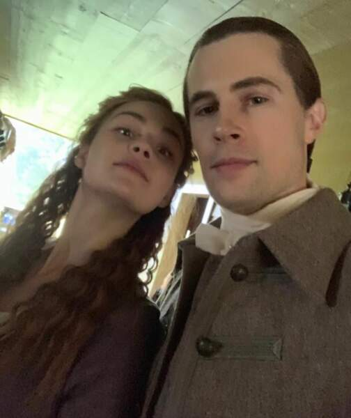 Les acteurs d'Outlander ne se privent pas de faire des selfies sur le tournage