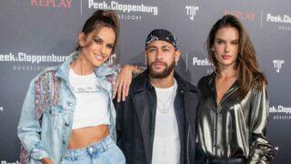 Neymar aux côtés d'Izabel Goulart et Alessandra Ambrósio... la star du PSG en pleine forme et très bien entourée en Allemagne (PHOTOS)
