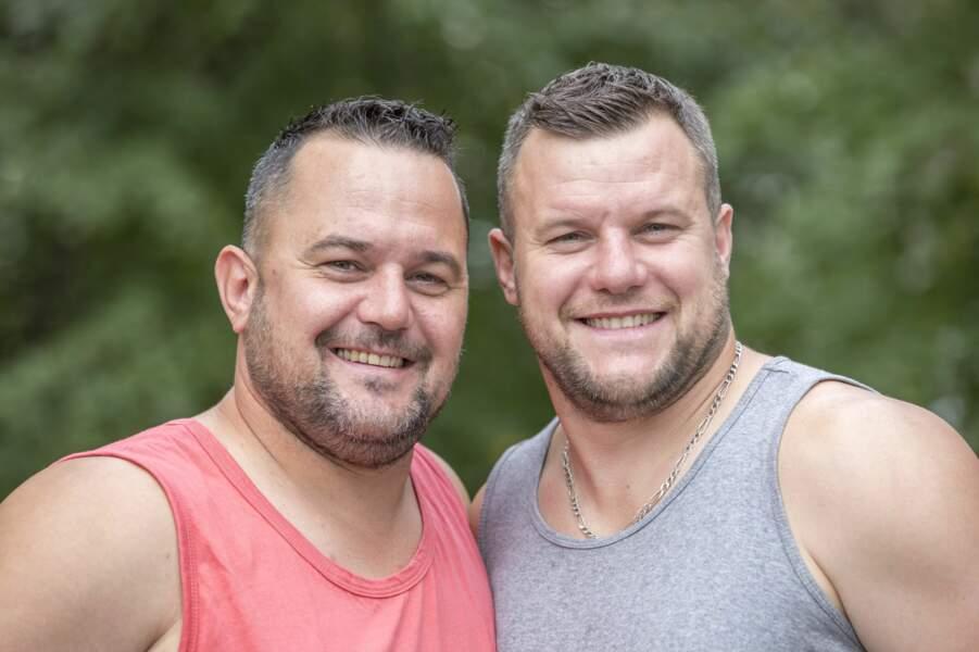 Les frères bucherons Thomas et Mathieu veulent gagner cette course vers Pékin mais ils ne sont toujours pas très doués en langue