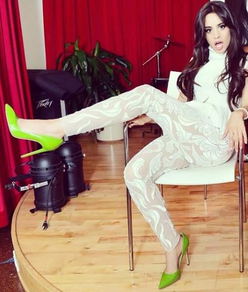 Avec des jambes pareilles, on peut oser le legging bizarre sans problème