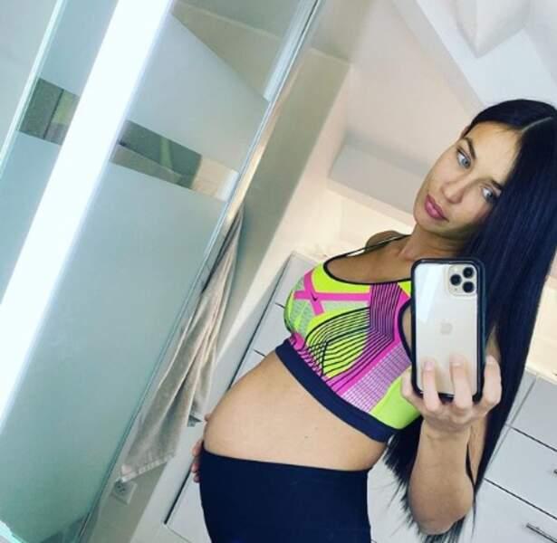 Julie Ricci a attendu un peu avant d'annoncer sa grossesse car quelques mois auparavant elle avait fait une fausse couche