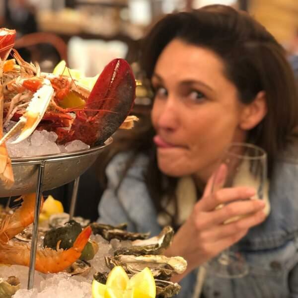 La sexologue aime les bonnes choses, alimentaires notamment : des crustacés, un petit plaisir au restaurant...