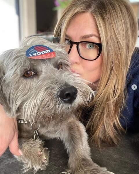 Le pauvre chien de Jennifer Aniston… Ça va tirer sur les poils