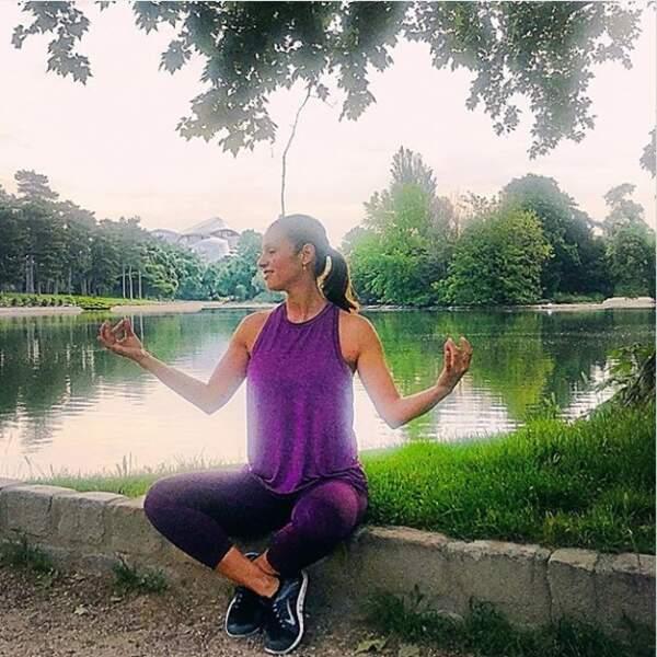 Séance de yoga avec Elisa Tovati… et c'est parti !