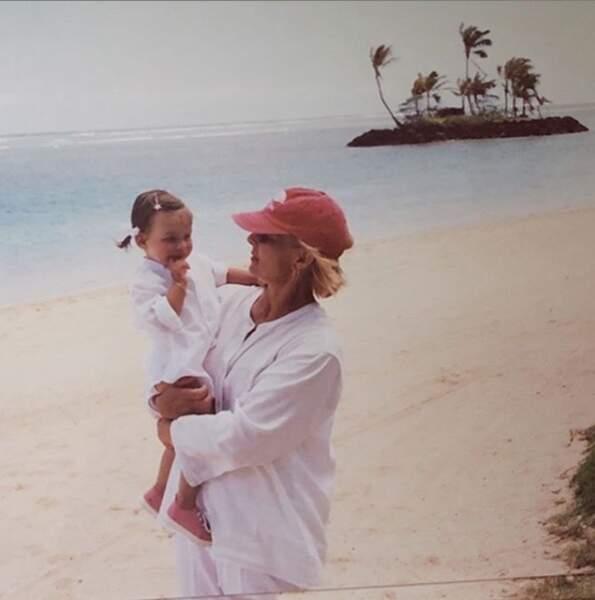 En repensant aux bons moments passés (ici Darina et sa maman Sylvie Vartan)