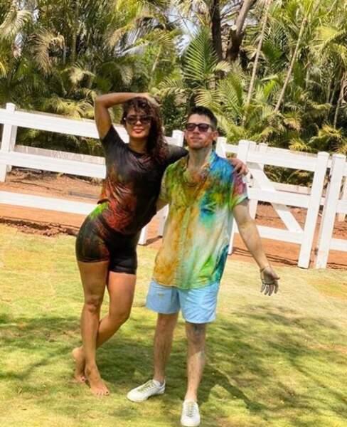 Priyanka Chopra et Nick Jonas jouent avec les couleurs