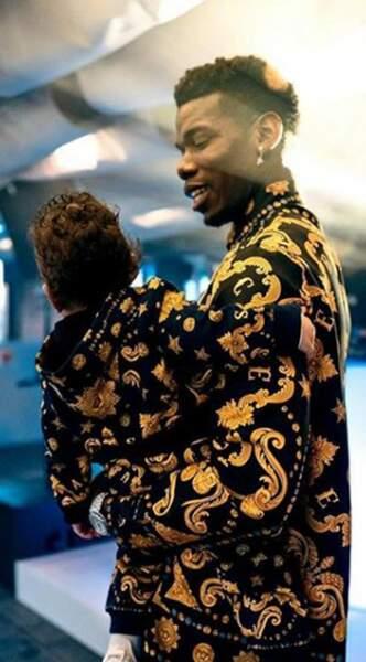 Mais Paul Pogba n'est pas qu'un grand footballeur, c'est aussi un papa heureux et protecteur avec son petit Shakur.