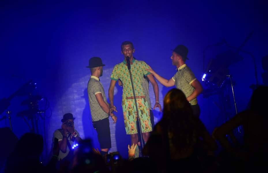 Son show à Coachella, avec le fameux ensemble à motifs