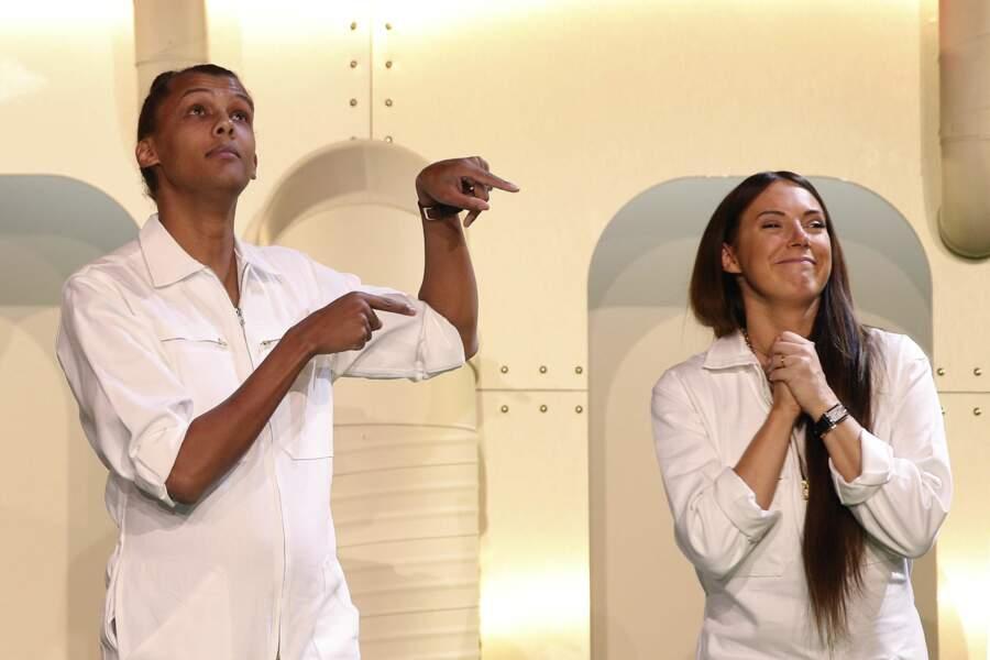 Stromae n'a pas toujours été, comme ici avec son épouse, tout de blanc vêtu