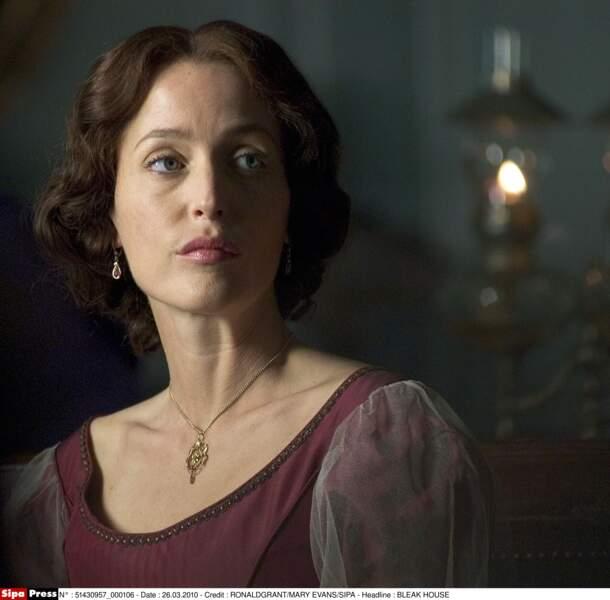 En 2005, c'est en brune qu'on la retrouve dans la série Bleak House, adaptation d'un roman de Dickens.