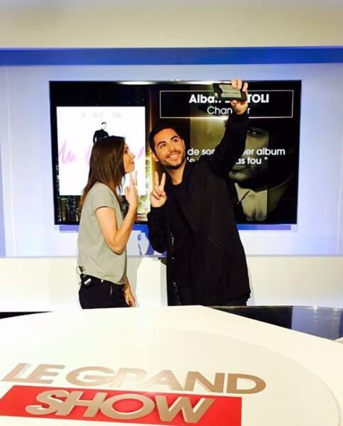 Alexandra Roost profite même d'un petit selfie avec Alban Bartoli.