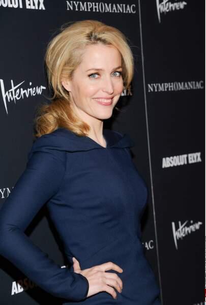 La série reçoit plusieurs prix et Gillian surf sur le succès!