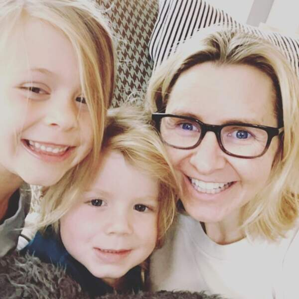 Session selfies pour l'actrice Beverley Mitchell et ses bambins Hutton et Kenzie.