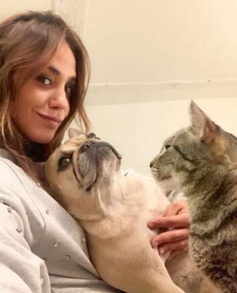 Mais elle aime aussi Jill, son bulldog français !