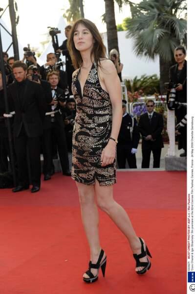 En robe dos nu noire et argent à Cannes en 2009