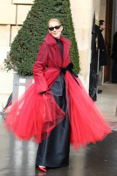 Le manteau-tutu… Pourvu qu'elle ne prenne pas le métro !