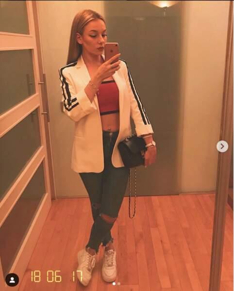 Sur Instagram, elle adore se prendre en selfie