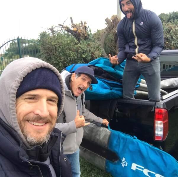Direction le surf avec les copains