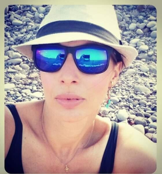 Elle est la compagne du journaliste sportif Daniel Riolo.