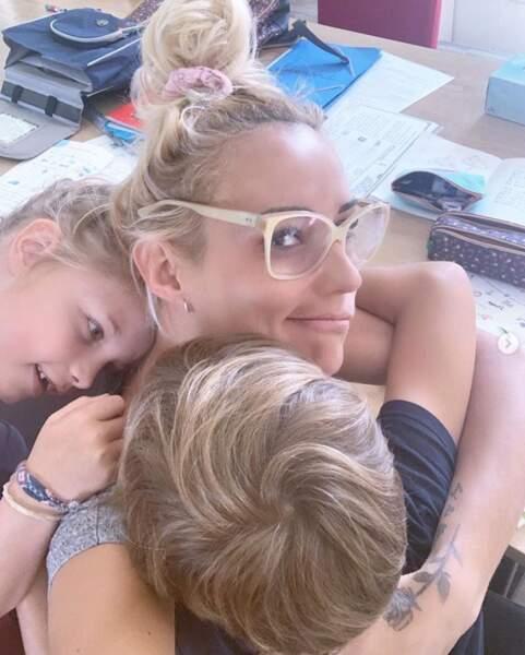 Et Elodie Gossuin a tenté de bosser avec ses enfants à la maison. La légende ne nous dit pas si cela a fonctionné.