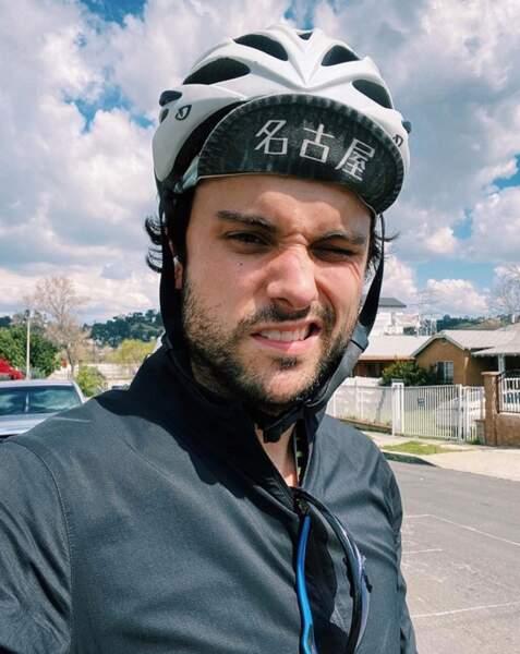 Balade en vélo sans personne alentour pour Jack Falahee.