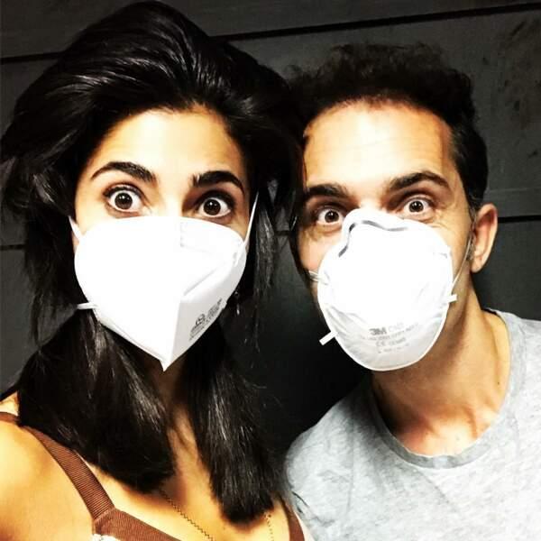 Alba et Pedro Alonso (Berlin) sont sur la même longueurs d'ondes : sur le tournage, port du masque obligatoire !