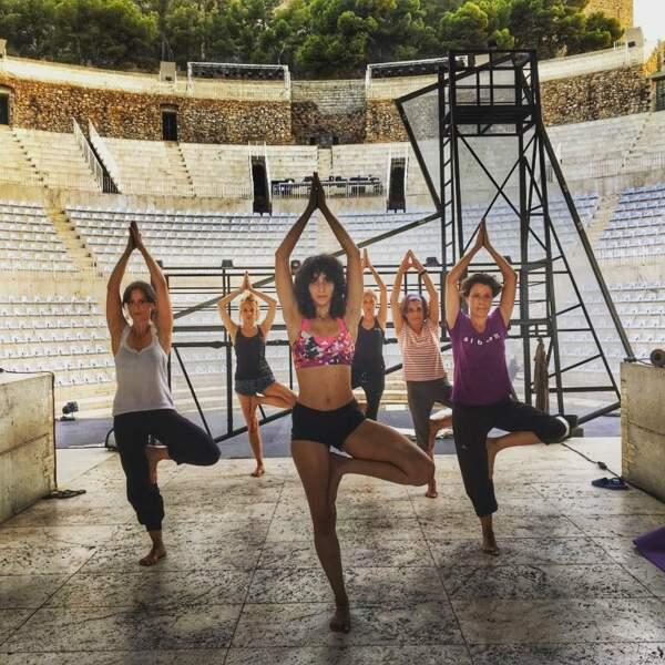 Et pour le yoga dont elle maîtrise particulièrement bien la fameuse posture de l'arbre. Namaste !