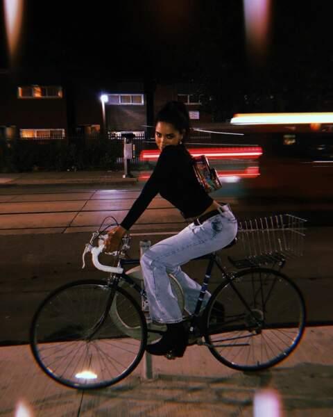 Faire du vélo en soirée...