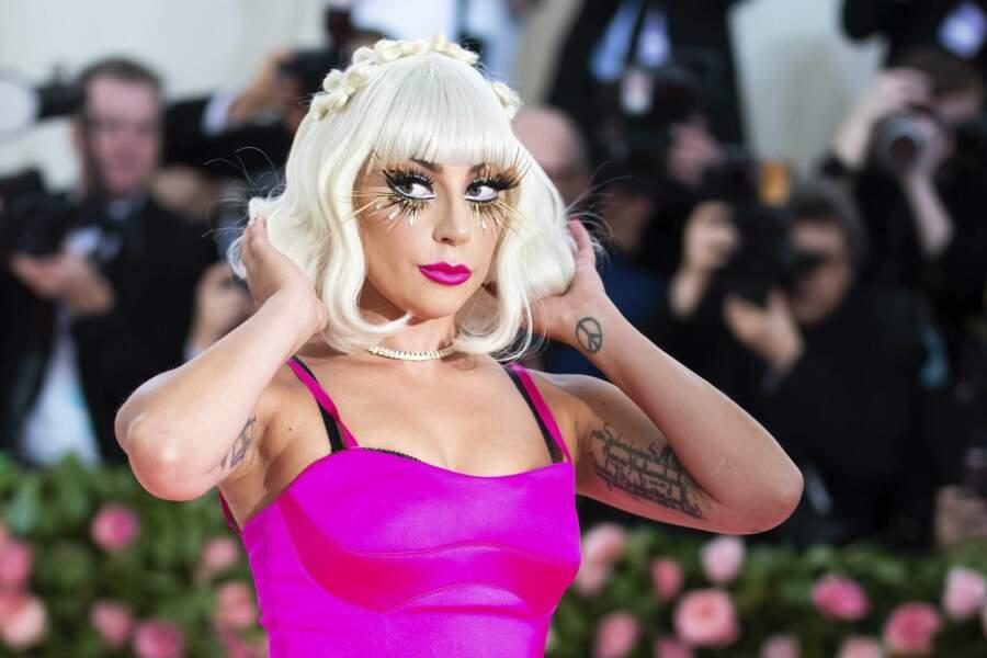 Lady Gaga a décidé d'offrir 20% de ses bénéfices de la semaine dernière obtenu grâce aux cosmétiques Haus aux banques alimentaires de New York et Los Angeles