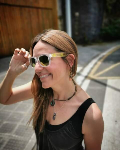 En revanche, elle pourrait avoir ces lunettes de soleil pour passer incognito !
