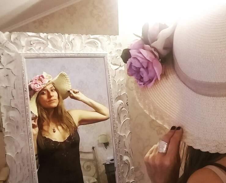 On ne voit pas Raquel porter un tel chapeau dans La Casa de papel...