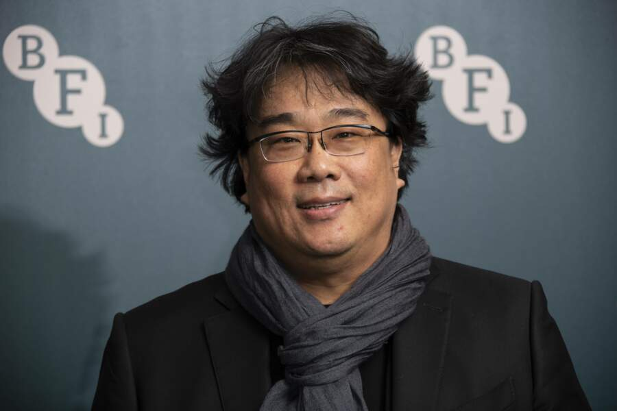 Le réalisateur du film Parasite, Bong Joon-Ho  a fait un don  qui servira à distribuer des masques chirurgicaux et des solutions hydro-alcooliques