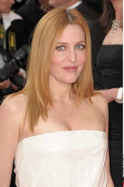 Très élégante en 2008 au festival de Cannes, elle apparait cheveux lisses et vêtue d'une petite robe bustier.