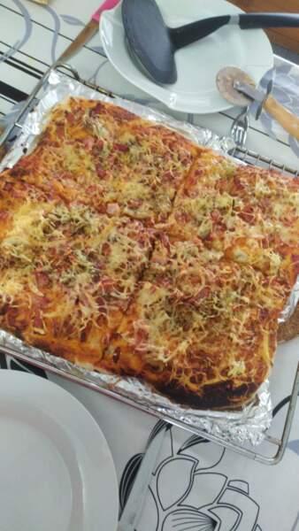 Emilie profite du confinement pour cuisiner de bonnes pizzas !