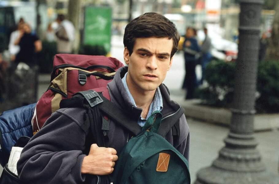 Romain Duris interprète Xavier Rousseau, le héros de la trilogie. Sac à dos, il arrive à Barcelone (2002) puis ses aventures sentimentales l'amèneront en Russie et à New-York.