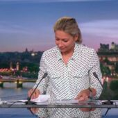 Anne-Sophie Lapix : problème de prompteur,  bourde sur la mort de Pape Diouf... Son JT de 20h galère (VIDEO)