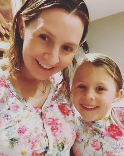 La star de 7 à la maison Beverley Mitchell et sa fille