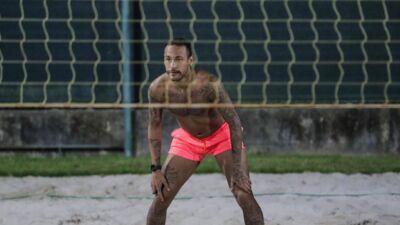 """Neymar : confinée au Brésil, la star du PSG assure """"ne pas être en vacances"""""""