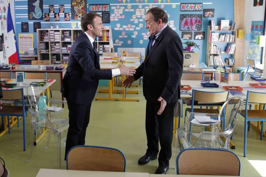 Ou plus récemment avec Emmanuel Macron interviewé dans une salle de classe en 2018